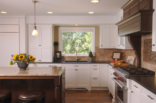 Traditional Country Kitchen by Destiny Homes Minnesota